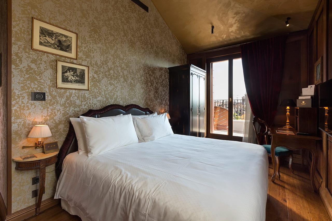 305-Giacomo-Casanova-Room-a