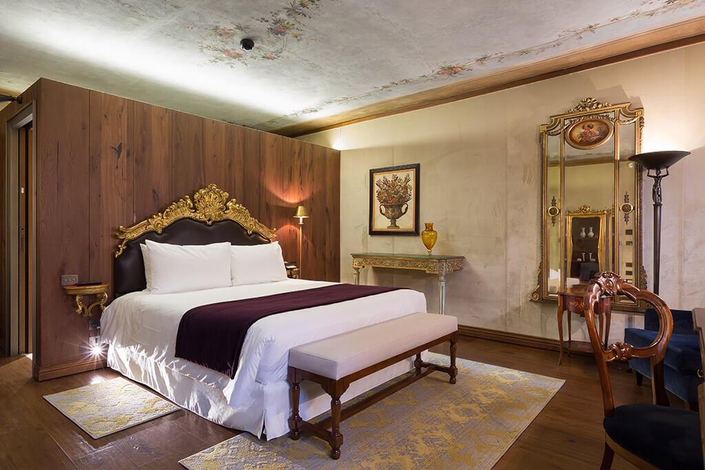Classic rooms 5 star accommodation at grand canal venice for Luxury garden rooms