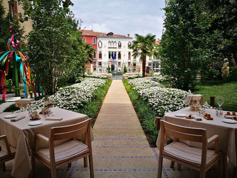 Palazzo Venart Luxury Hotel on the Grand Canal Garden 1