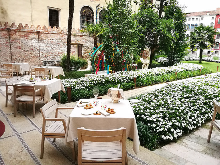 Palazzo Venart Luxury Hotel on the Grand Canal Garden 2