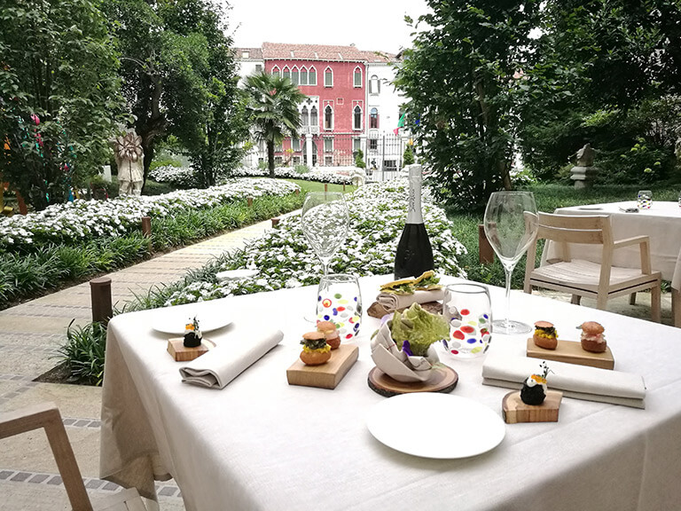 Palazzo Venart Luxury Hotel on the Grand Canal Garden 3