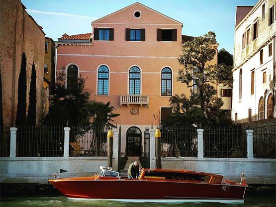 Palazzo-Venart-private-boat-transfer