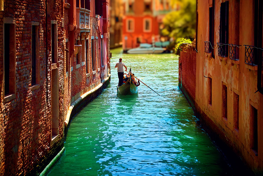Venice-waterways-canals-and-gondolas